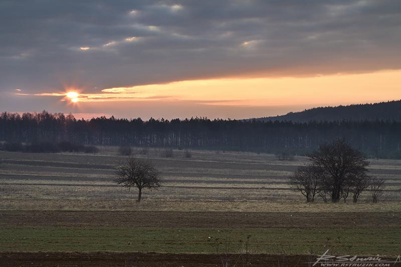 Dąbrowa Górnicza. Kwiecień 2011. Wyjeżdżając zaledwie kilka kilometrów poza Zagłąbie, można trafić w miejsca bardziej kojarzące się z Orzeszkową niźli Skłodowską.